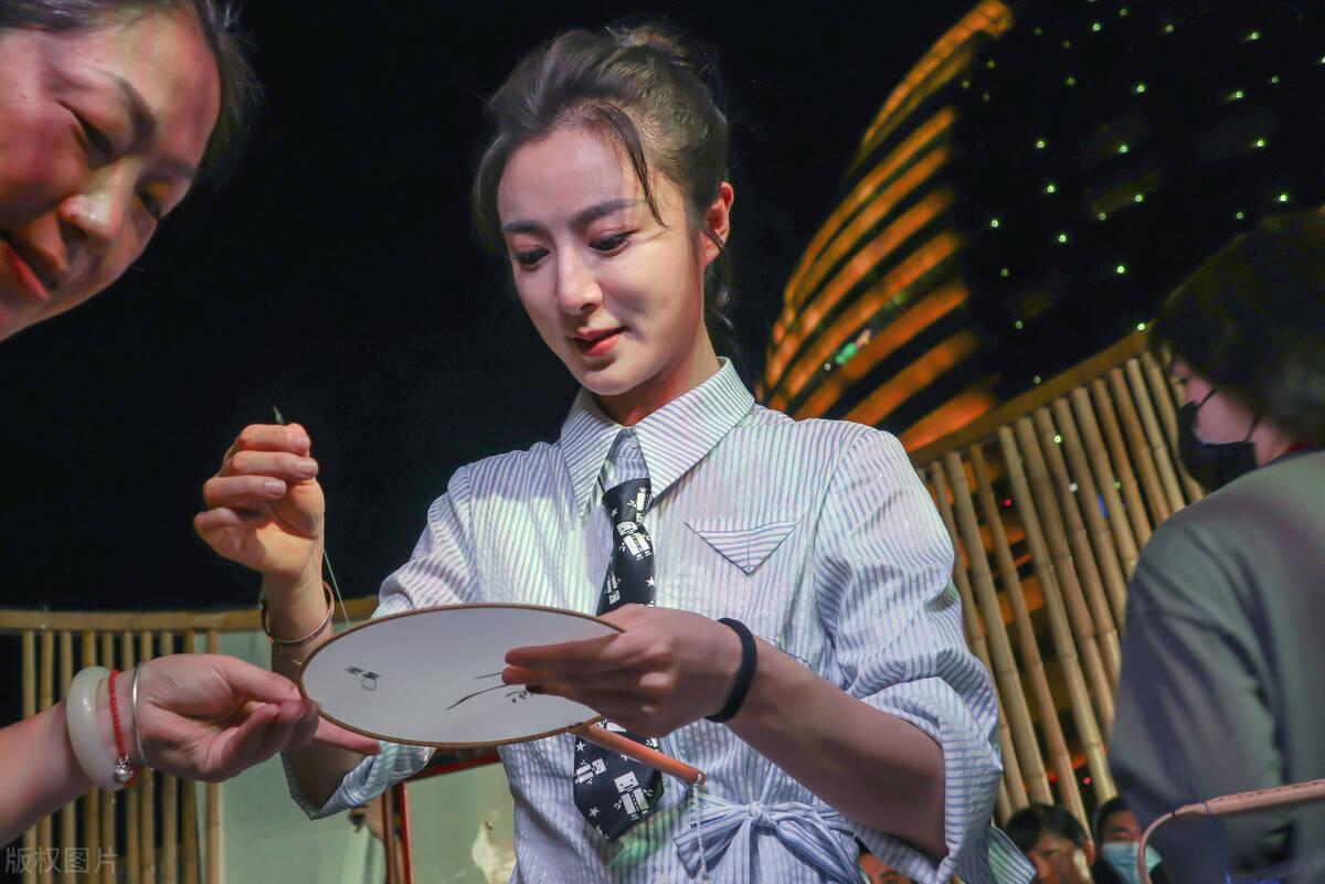 """九九牛:淘宝网店直播女王薇娅背后有怎样的""""财富密码""""?"""